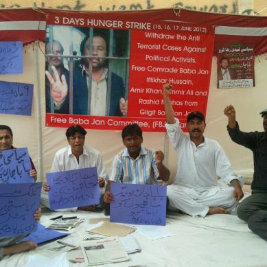 Karachi: Hunger strike held for release of Baba Jan and comrades