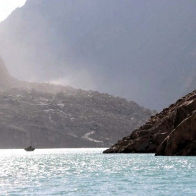 Fresh landslide kills laborer at spillway of dammed Hunza River, 2 injured