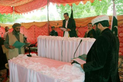 Governor Gilgit-Baltistan administering oath to the new ministers