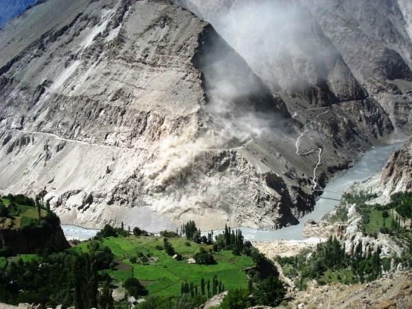 miachir-locates-opposite-of-chikus-an-unstable-and-sliding-area-between-murtazabad-and-nasirabad