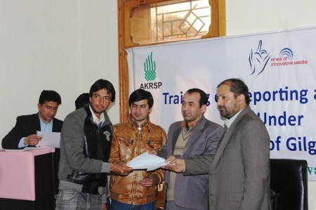 Deputy Director Farooq Ahmad Khan giving certificate to a participant.