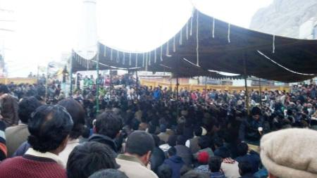 During the day time the number of protesters increased to thousands in Skardu