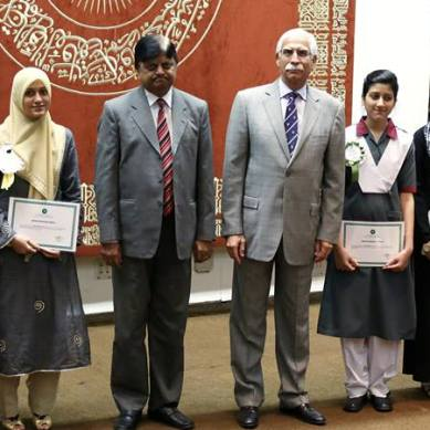 AKU-EB recognises position holders, scholarships given to 10 students