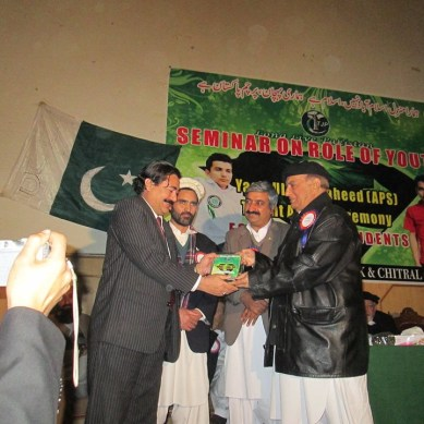 Linguist Honoured: Rehmat Aziz Chitrali gets Yasir Ullah Shaheed Talent Award 2015