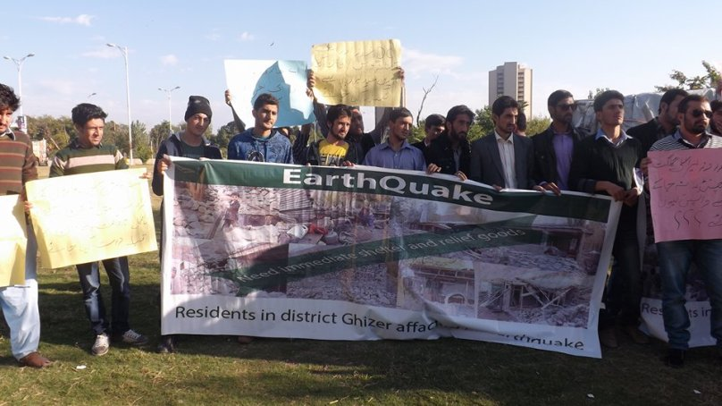 Tents useless in severe cold, protesters demand shelters for earthquake victims of Phandar