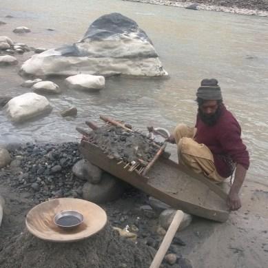 The legend of Greek El-Dorado and the Soniwal Tribes of Gilgit-Baltistan