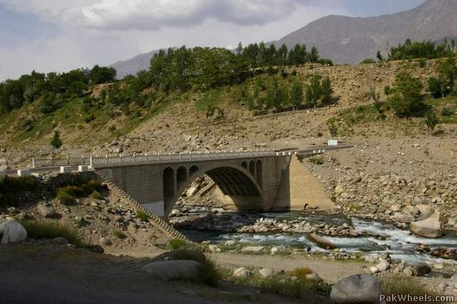 Landlide hits houses in Jaglote area of Gilgit, woman killed