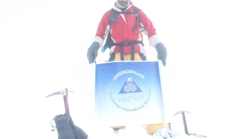 Saleem Khan from Yasin Valley summits Minglik Sar (6050m) in Shimshal