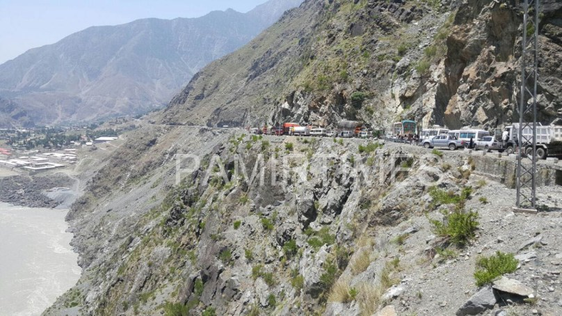 Kohistan: Coaster falls in River Indus after colliding with a truck, five people dead, one seriously injured