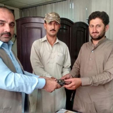 Honest police driver returns cash-filled purse to owner in Gilgit