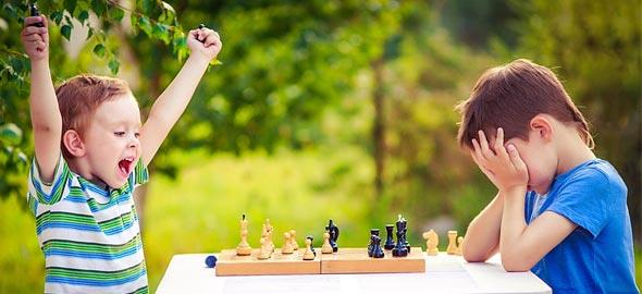 36619-kid_chess_590
