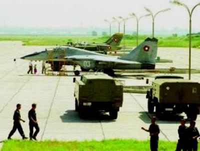 България ликвидира 400 бойни самолета и закри 9 авибази...
