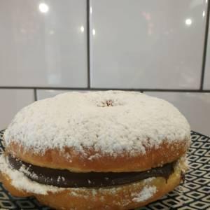 Donut-relleno-chocolate-San_Valentin-Sin_Gluten-www.panaderiajmgarcia.com-Alicante