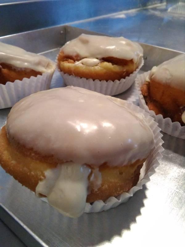 bombas_chocolate_blanco-sin_gluten-con_lactosa-www.panaderiajmgarcia.com-panaderia-alicante