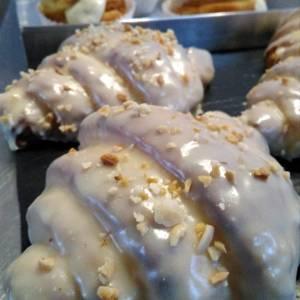 croissants_chocolate_blanco-sin_gluten-con_lactosa-www.panaderiajmgarcia.com-panaderia-alicante