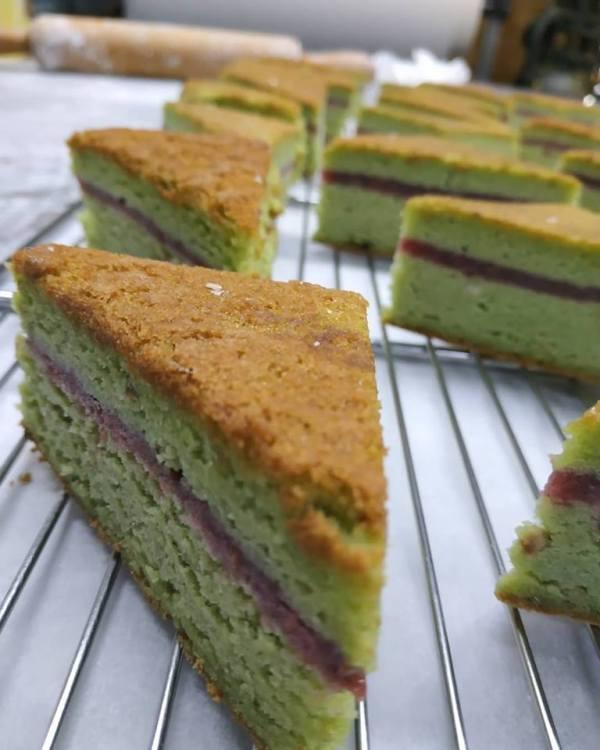 bizcocho_pistacho-sin_gluten-chocolate_blanco-panaderiajmgarcia.com-alicante