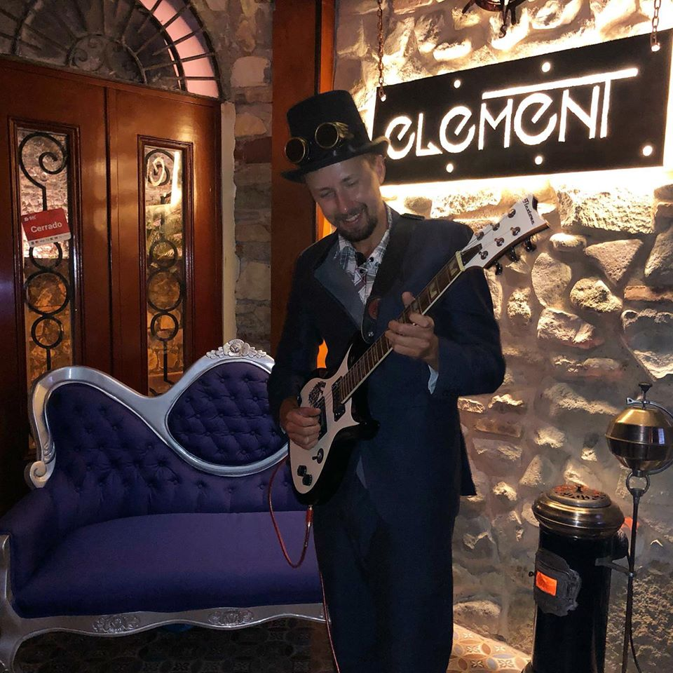 Element Bar offers live music