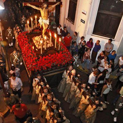 Recorre las Hermosas Iglesias en Casco Viejo