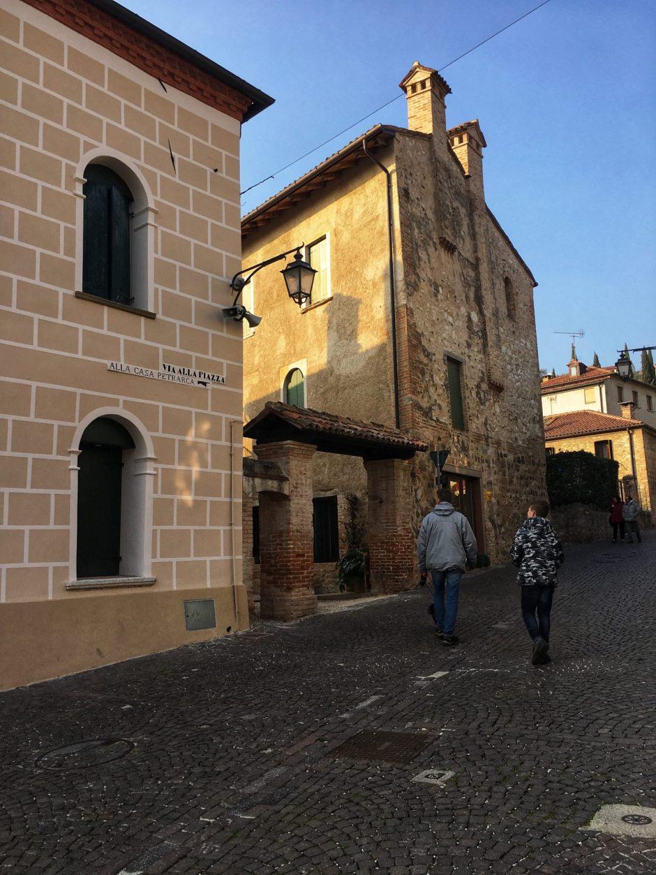 salendo al borgo alto_Arqua Petrarca