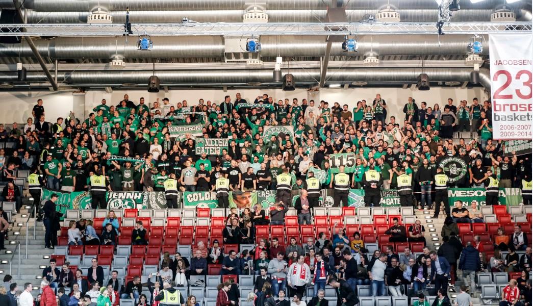 Χειροκρότημα και στήριξη από τους οπαδούς: «Μη μασάτε, είμαστε δίπλα σας» | panathinaikos24.gr