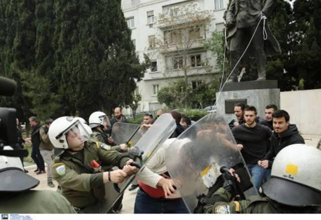 Επεισόδια ανάμεσα σε ΜΑΤ και διαδηλωτές στο αντιπολεμικό συλλαλητήριο (pics) | panathinaikos24.gr