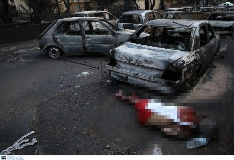 Φωτογραφίες – μαχαιριά στο Μάτι: Νεκρός άνθρωπος στην άσφαλτο ανάμεσα σε καμένα αυτοκίνητα (pics)   panathinaikos24.gr