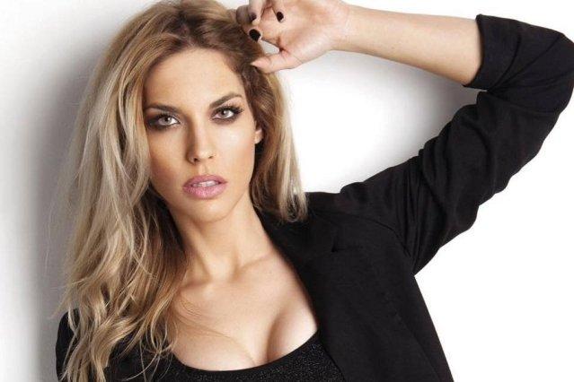 Μαντώ Γαστεράτου: Ποζάρει topless στην Σαντορίνη και τρελαίνει το Instagram (pic) | panathinaikos24.gr