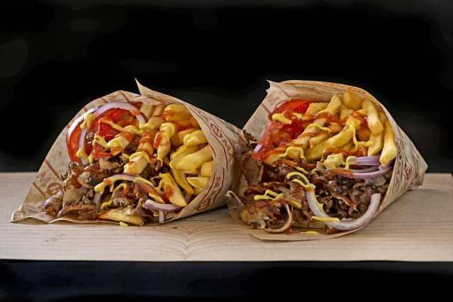 Δεν μπορείς να φας πάνω από ένα: Το μεγαλύτερο πιτόγυρο που σε… γονατίζει! (pics) | panathinaikos24.gr
