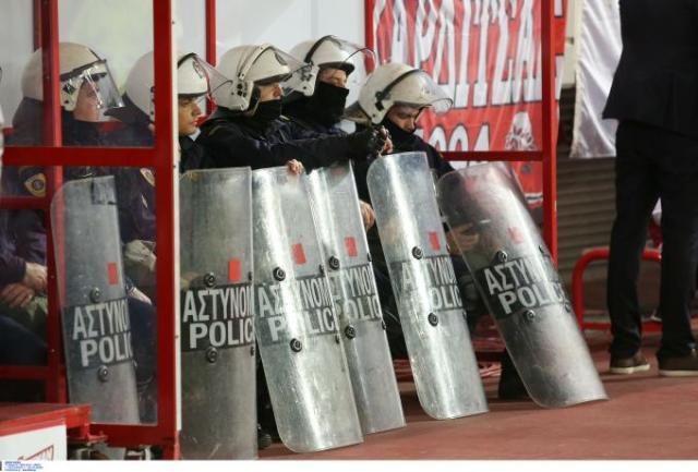 Ενώσεις Αστυνομικών Υπαλλήλων Αθηνών και Πειραιά: «Από τύχη ο συνάδελφός μας γλίτωσε το μάτι του στο Καραϊσκάκης» | panathinaikos24.gr