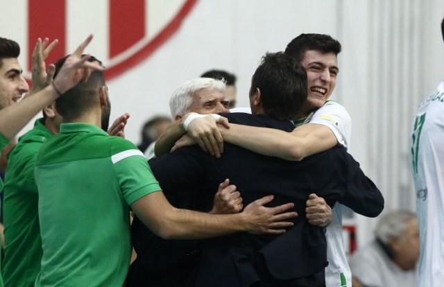 Απίθανη φωτογραφία: Η αγκαλιά Ανδρεόπουλων με Αγραπιδάκη (pic) | panathinaikos24.gr