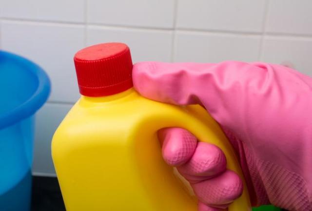 Κορωνοϊός και απολύμανση με χλωρίνη: Τι να κάνετε αν πάει σε μάτια, δέρμα, ή αν εισπνεύσετε αναθυμιάσεις | panathinaikos24.gr