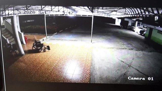 Κάμερα ασφαλείας σε νοσοκομείο κατέγραψε αναπηρικό καροτσάκι νεκρού να κινείται μόνο του (vid) | panathinaikos24.gr