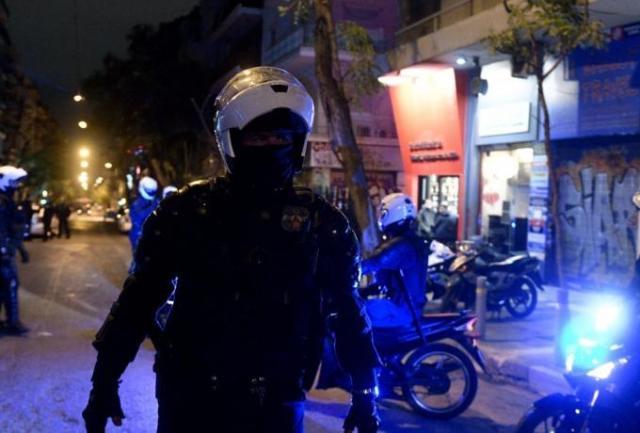 Πολυτεχνείο: Εβγαλε βόλτα τον σκύλο του και τον περικύκλωσαν αστυνομικοί (pic & vid)   panathinaikos24.gr