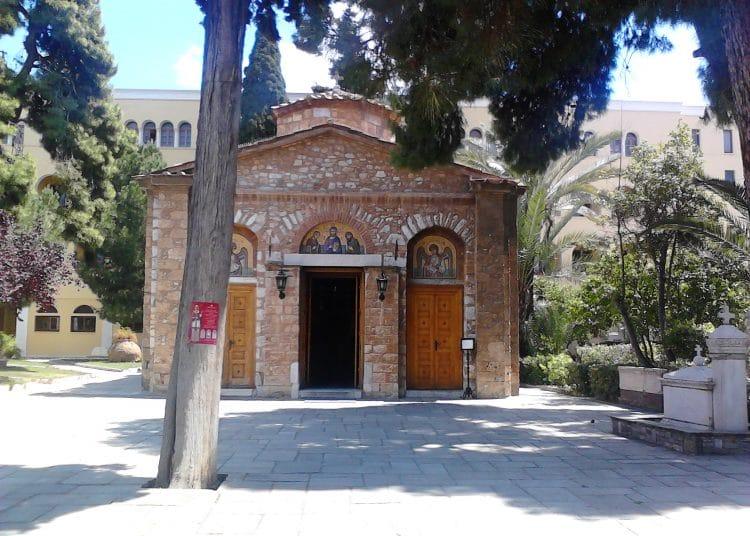 Σοκ στη Μονή Πετράκη: Ιερέας έριξε βιτριόλι σε έξι Μητροπολίτες! | panathinaikos24.gr