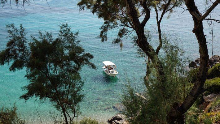 55 λεπτά από Αθήνα, 11,5 ευρώ εισιτήριο: To μικρό νησάκι με τις θεϊκές παραλίες που έχει όλο το χρόνο καλοκαίρι (Pics) | panathinaikos24.gr