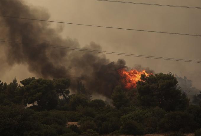 Πύρινη κόλαση στη Βαρυμπόμπη, καίγονται τα πάντα, ανεξέλεγκτη η φωτιά (vids-pics)   panathinaikos24.gr