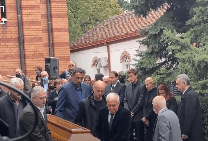 Σπαρακτικές στιγμές στο Βελιγράδι: Ο Ζοτς κουβάλησε το φέρετρο του Ίβκοβιτς (vid) | panathinaikos24.gr