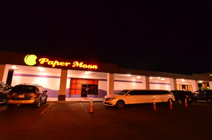 Limo parked out front of a packed Sunday night at Papermoon Springfield.