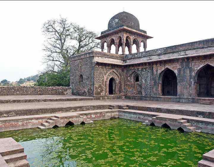 baz-bahadur-palace-mandu