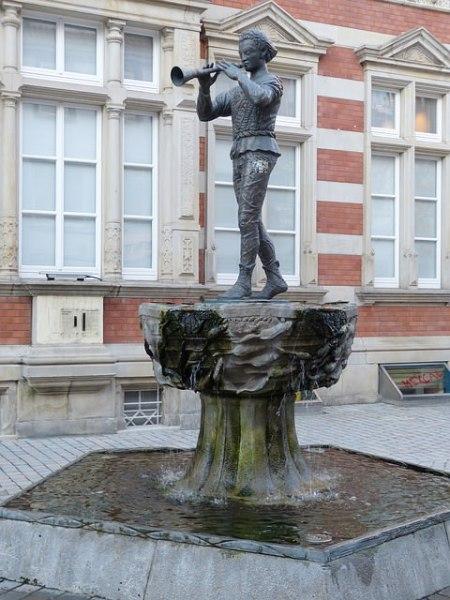 ハーメルンの笛吹き男の像