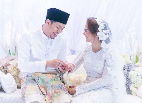 Gambar Perkahwinan Jep Saphtu dan Sari yanti