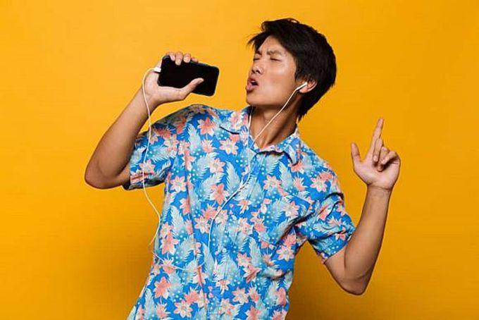 Mendengarkan Lagu