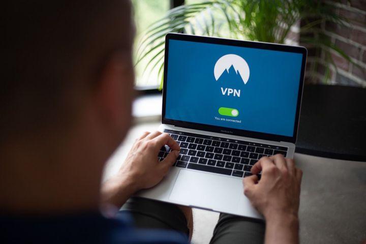 Gunakan VPN Ketika Menggunakan Wifi Publik