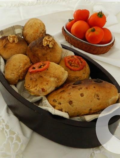 Panini senza glutine con pomodorini noci e rosmarino