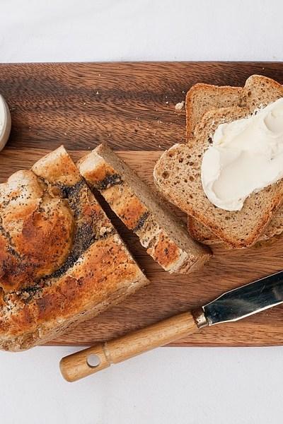 Pane senza glutine semi integrale alla birra in macchina del pane