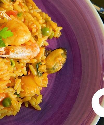 Paella di pesce e verdure, naturalmente senza glutine
