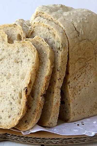 Pane senza glutine ai semi, in macchina del pane