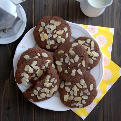 Biscotti al cioccolato e mandorle senza glutine e senza lattosio