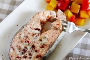 Salmone marinato e peperoni cotti in sottovuoto