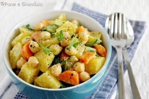 Insalata di patate con ceci e rucola